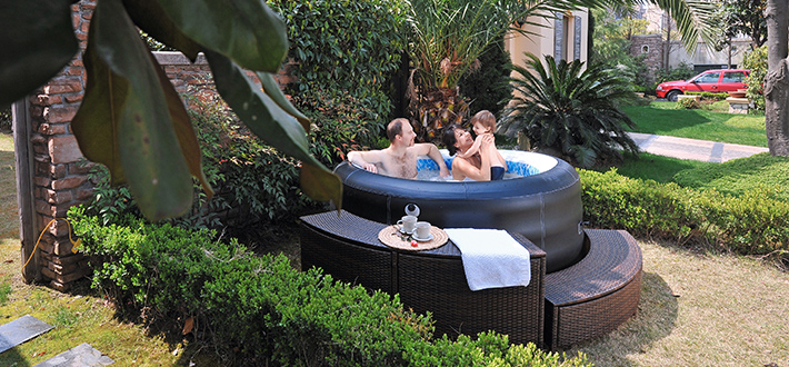 outdoor whirlpool bezahlbarer luxus f r den garten. Black Bedroom Furniture Sets. Home Design Ideas